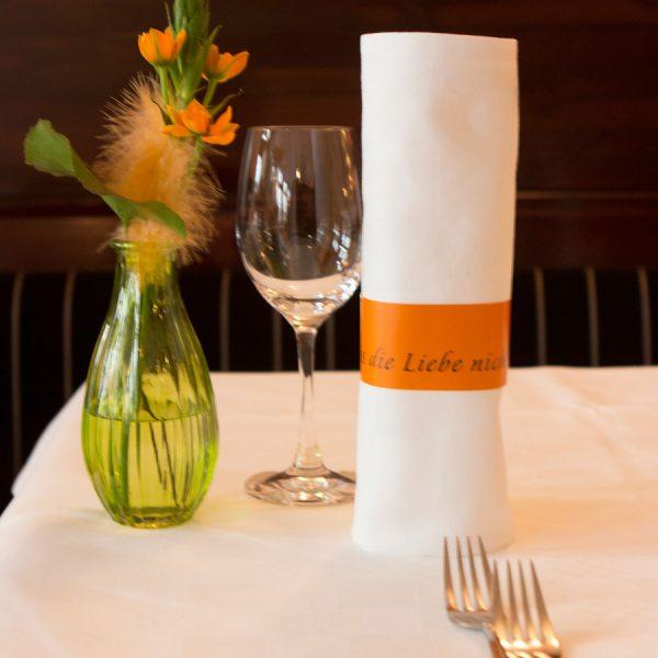 Restaurant Gutschein 100 - gedeckter Tisch