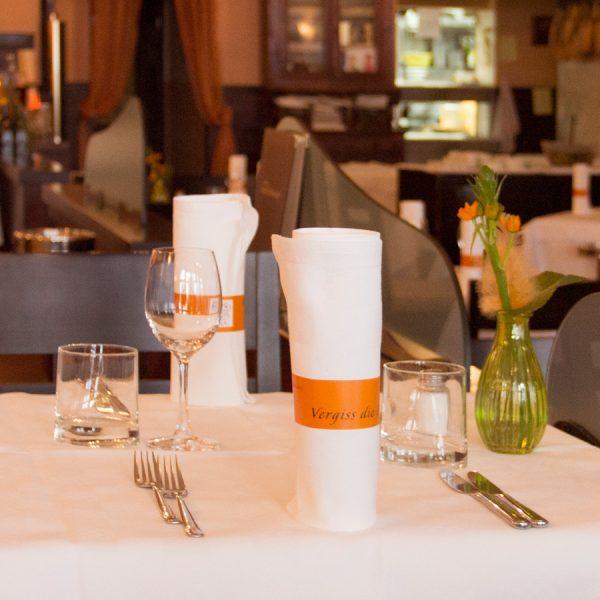 Restaurant Gutschein 200 - gedeckter Tisch