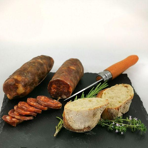 Salsciccia Stagionata Nero mit frischem Brot und Kräuter